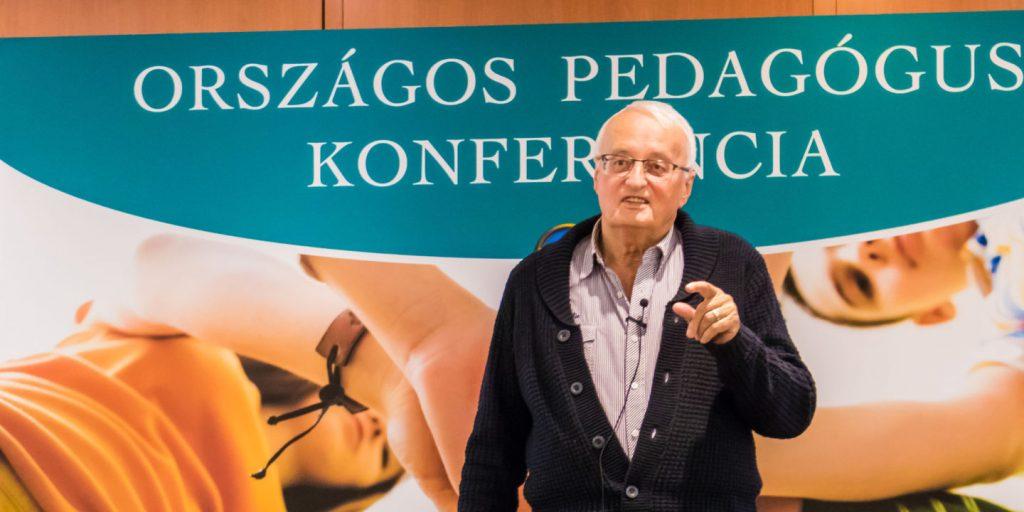 Nemere István író az Első Iskolai Agresszió Kezelési Konferencián 2018-ban a Virágozz és Prosperálj Alapítvány szervezésében